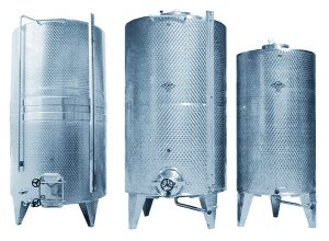 VERTICAL TANKS WITH CLOSED BOTTOM ON LEGS